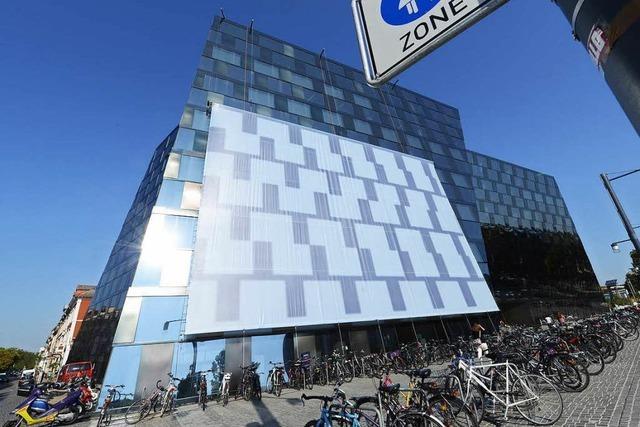 Blendfassade der UB Freiburg wird juristisch überprüft