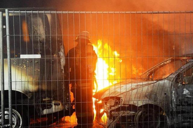 18 Gebrauchtwagen in Flammen - Verdächtiger geschnappt
