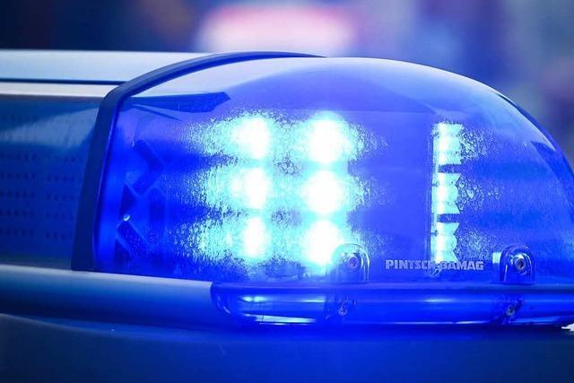 Mann von Paar ausgeraubt, schwer verletzt und in Wald abgelegt