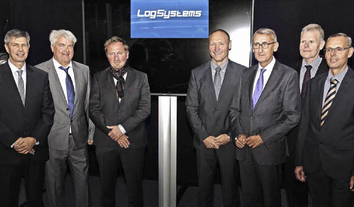Christof  Nitz, Uwe Brutschin, Bernd A... (von links) in der Firma Log Systems   | Foto: Hans-Jürgen Hege