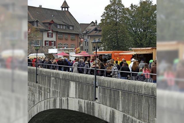 Apfelmarkt und Hela sorgen für volle Straßen