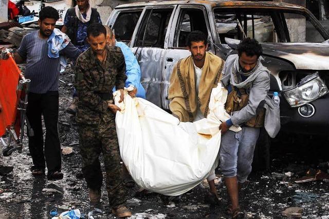 Entsetzen über Luftangriff auf eine Trauerfeier