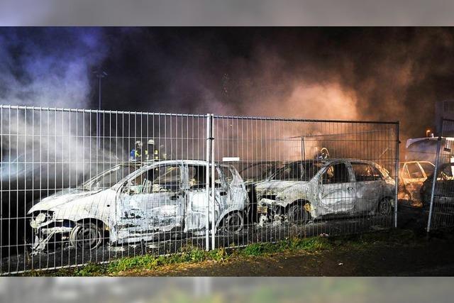 Tatverdächtiger nach Brand von 18 Gebrauchtwagen in Haft