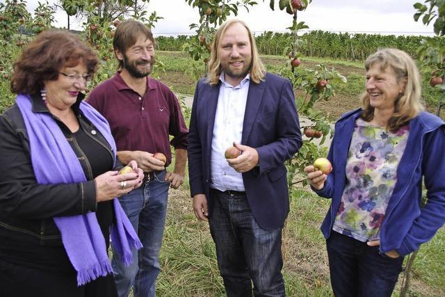Politik machen mit dem Apfel in der Hand