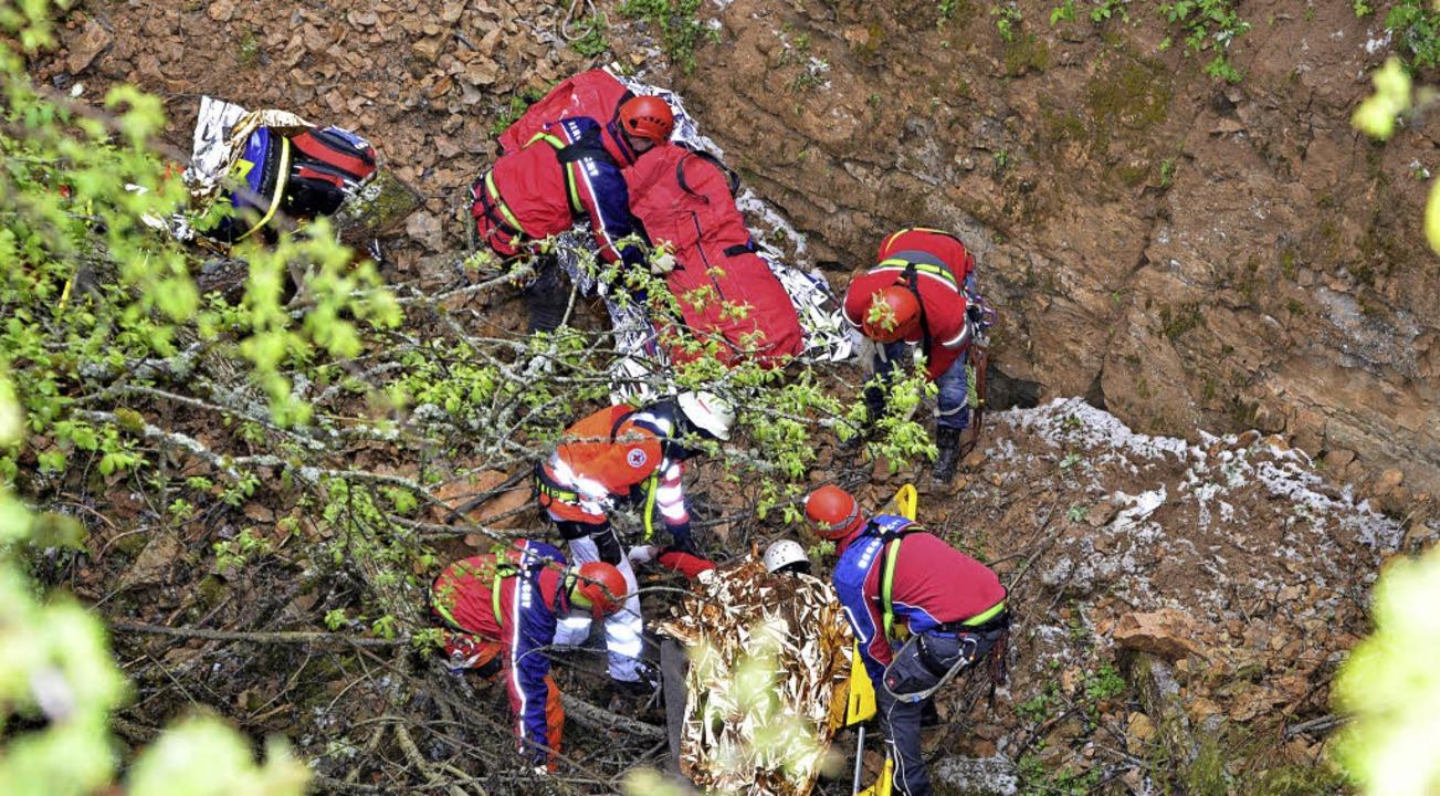 Die Mannschaft der Bergwacht Wutach (h...t selbst schwierigstes Gelände nicht.   | Foto: Martin Ganz