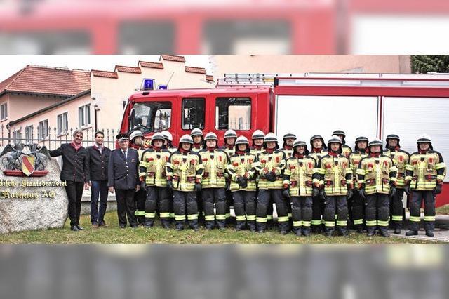 Neue Uniformen für die Feuerwehrkameraden