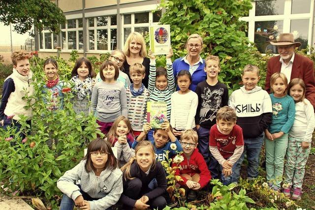 Lorenz-Okenschule wird für Schulgarten vom Regierungspräsidium ausgezeichnet