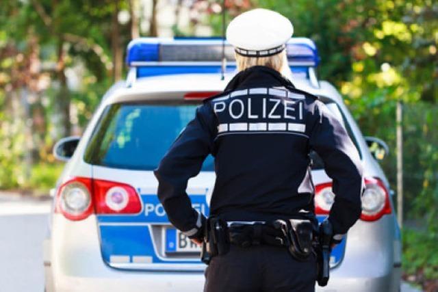 Männer melden Geldbeutel als verloren – und zerkratzen Polizeiauto