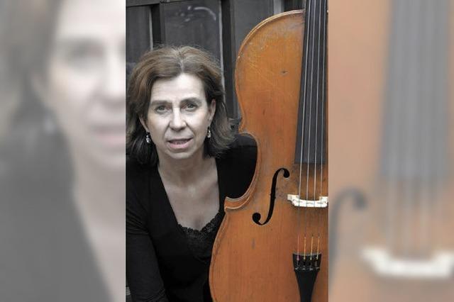 Mit dem Cello, ohne Bogen