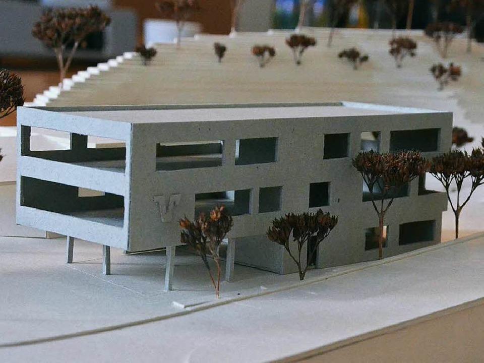 Das Modell des neuen Hauptsitzes der R...ll auf dem  Raiffeisenplatz entstehen.  | Foto: Max Schuler