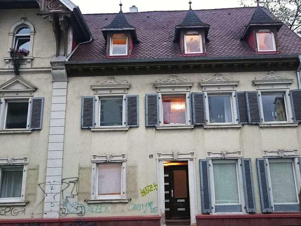 Das Haus vor der Malaktion des Graffiti-Künstlers.  | Foto: Tom Brane