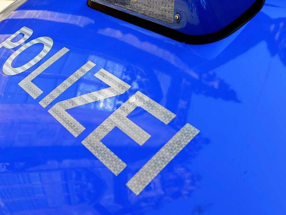 Die Polizei sucht nun einen Mann, der ...eifenwagen zerkratzt hat (Symbolbild).  | Foto: Ingo Schneider