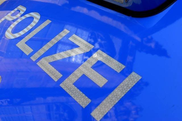 Falsch verdächtigt: Junge Männer haben Polizeiauto nicht zerkratzt