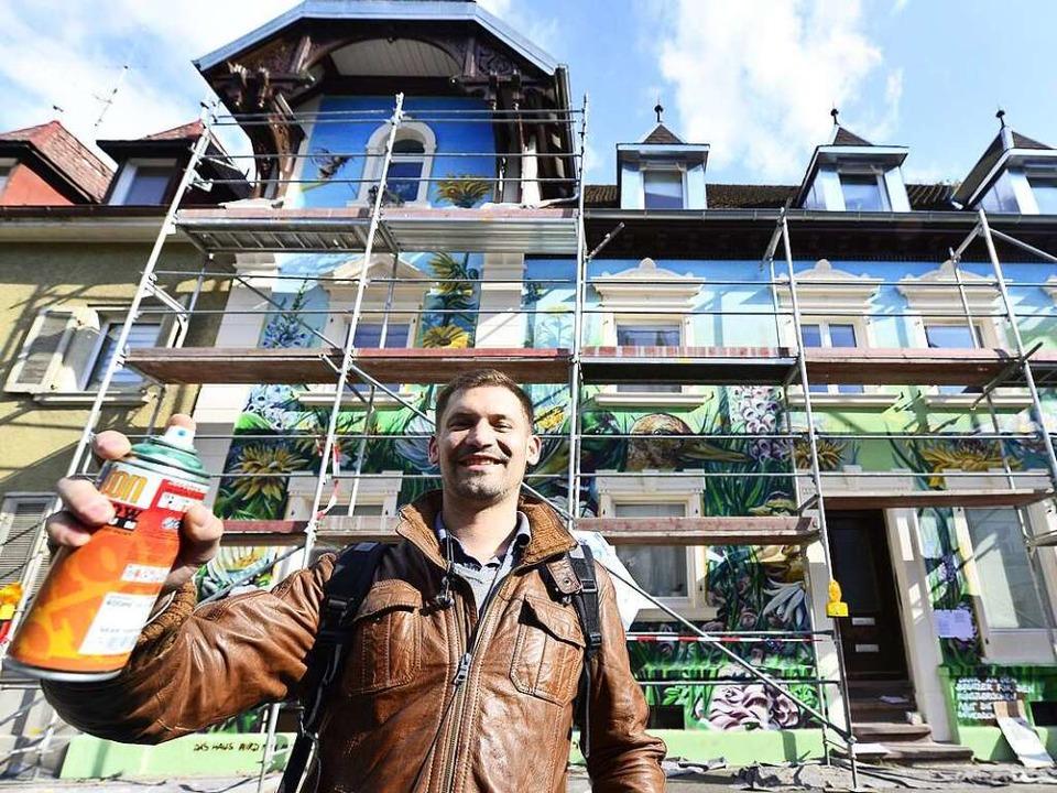 Tom Brane kann weitersprühen: das Haus in der Kirchstraße ist kein Denkmal mehr.  | Foto: Ingo Schneider