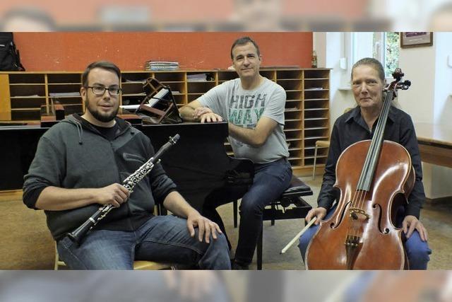 Mit Trio Conalma: Constanze Bark (Violoncello), Alexander Kübler (Klarinette) und Martin Umrath (Klavier) in Waldshut-Tiengen