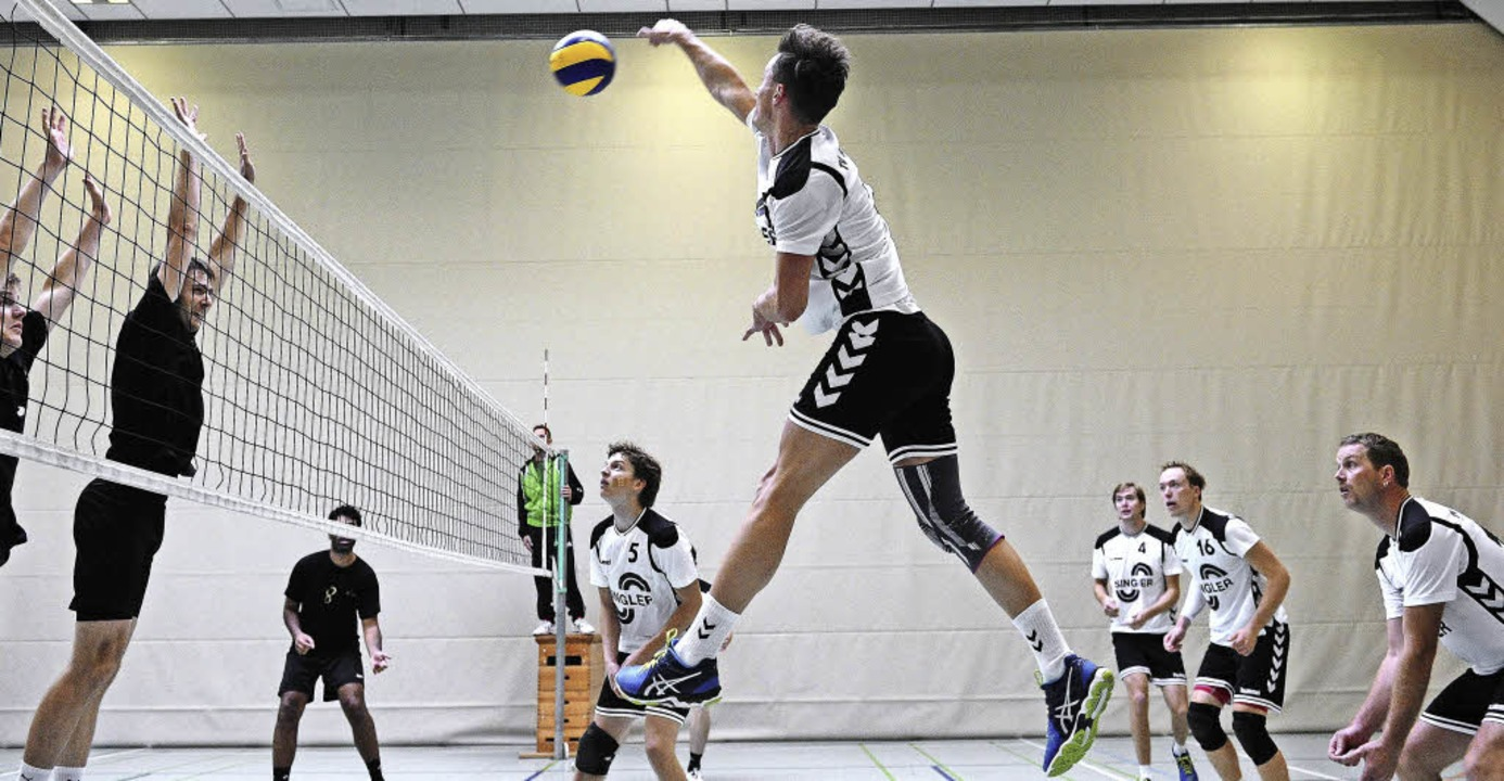 <BZ-FotoAnlauf>Volleyball:</BZ-FotoAnl...ppenheimer Jonathan Thiem schmettert.   | Foto:  Pressebüro Schaller