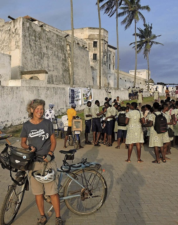 Dorothee Fleck radelt wieder – hier ist sie in Elmina in Ghana angekommen.  | Foto: Dorothee Fleck