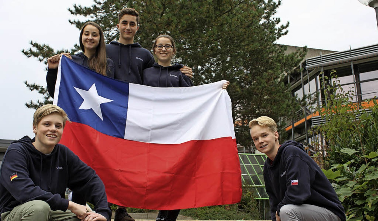 Wären gerne noch länger in Chile gebli...h vor dem Albert-Schweitzer-Gymnasium   | Foto: Gabriele Fässler/Privat