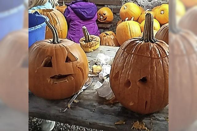 Kreatives Kürbisschnitzen für Halloween