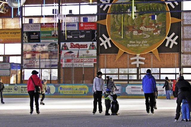 Eissporthalle öffnet zu Allerheiligen