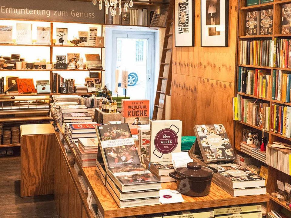 Wie soll die Buchhandlung der Zukunft aussehen?  | Foto: Andreas Weihmayr, dpa
