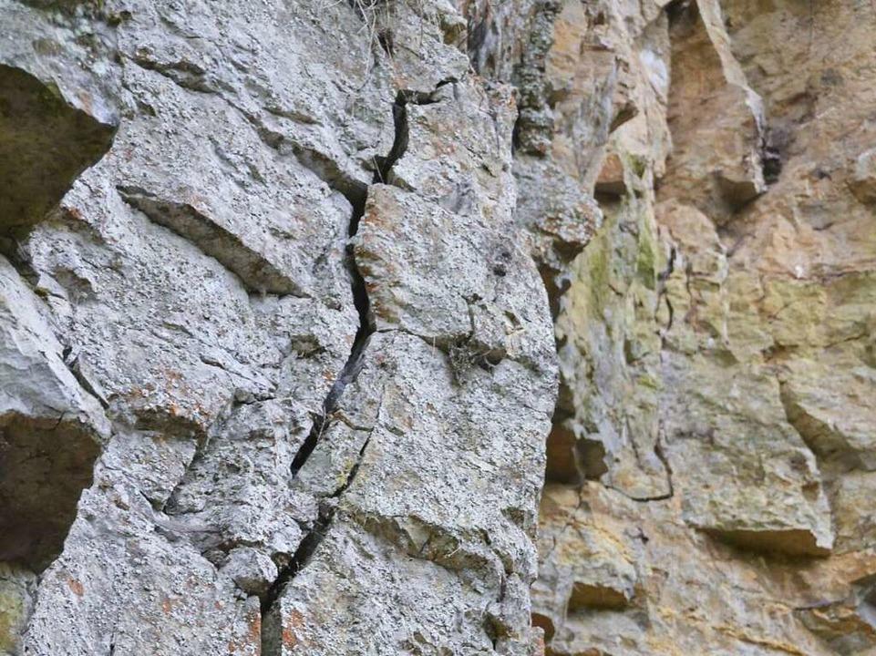 Tiefer Riss in einer Felswand der Wutachschlucht  | Foto: Christian Engel