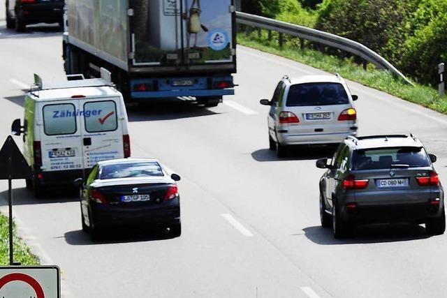 Pick-up-Fahrer bremst plötzlich ab und verursacht Kollision