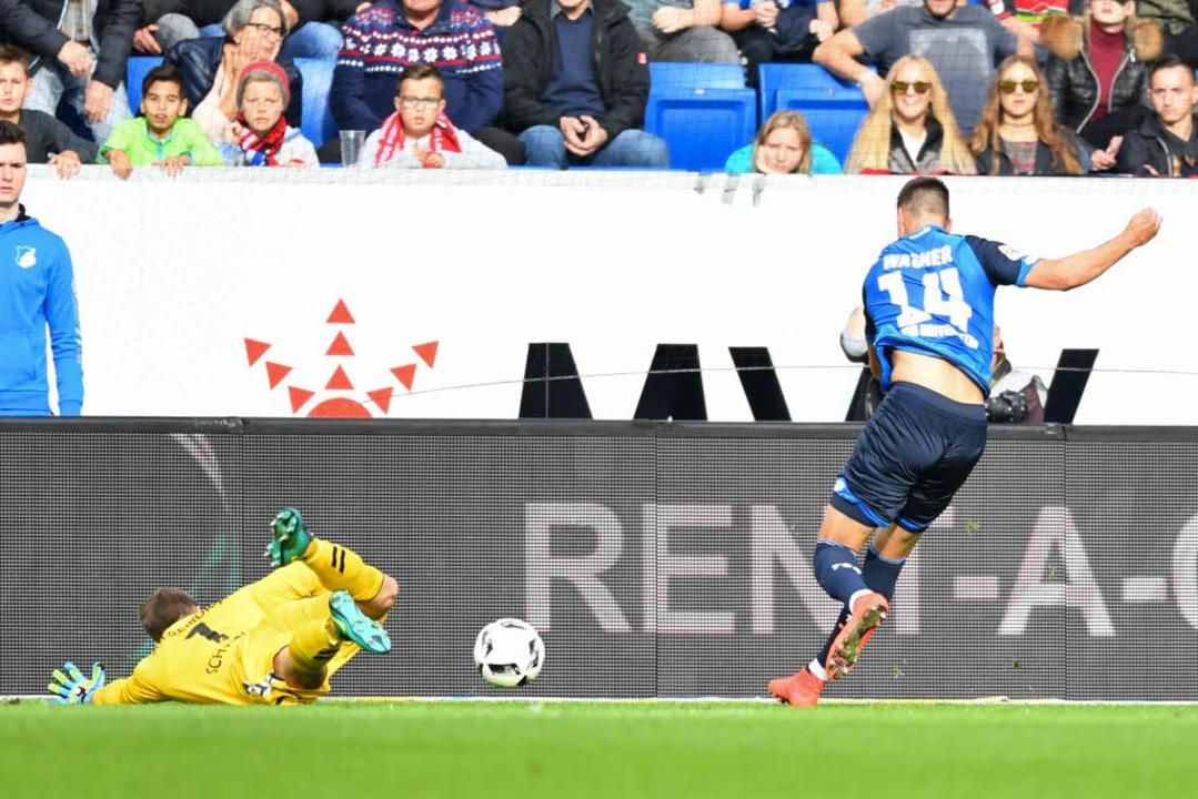 Ohne Chance: Sandro Wagner macht das 1:0  | Foto: dpa