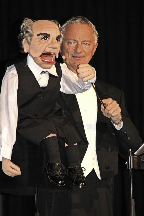 Michael Schürkamp mit Oskar im Bauch-D... TV-Koch Horst Lichter auf Tuchfühlung  | Foto: Model