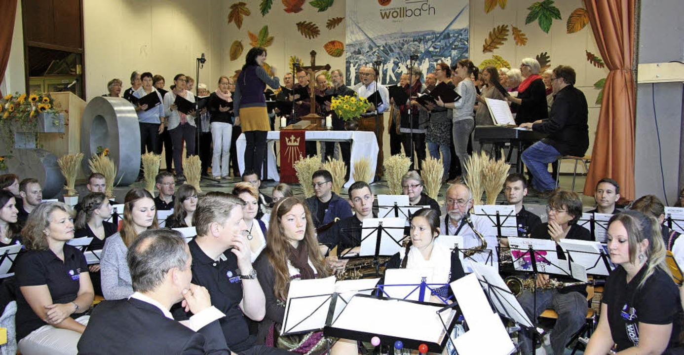 Zum Wollbacher Herbstfest gehörte dies... den Festgottesdienst am Sonntag mit.   | Foto: Bronner