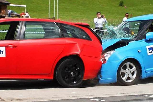 Unfallflucht: Unbekannter fährt in Lörrach auf ein Auto auf und verschwindet