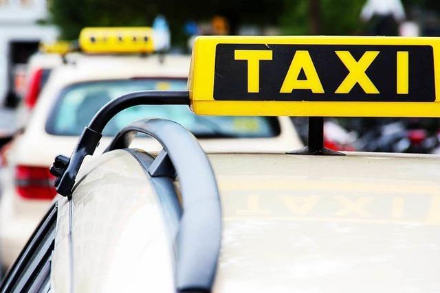 Streit um Taxikosten: Lörracher Polizei nimmt aggressiven Fahrgast in Gewahrsam