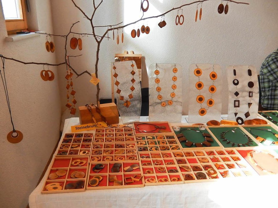 Holzschmuck in vielen Variationen  | Foto: Katharina Maß