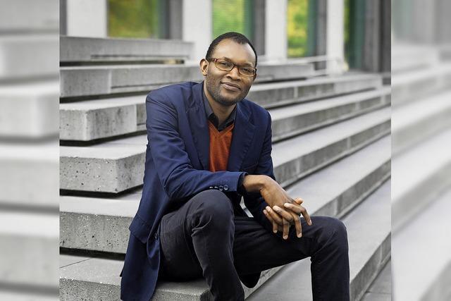 Fiston Mwanza Mujla im Centre Culturel Français