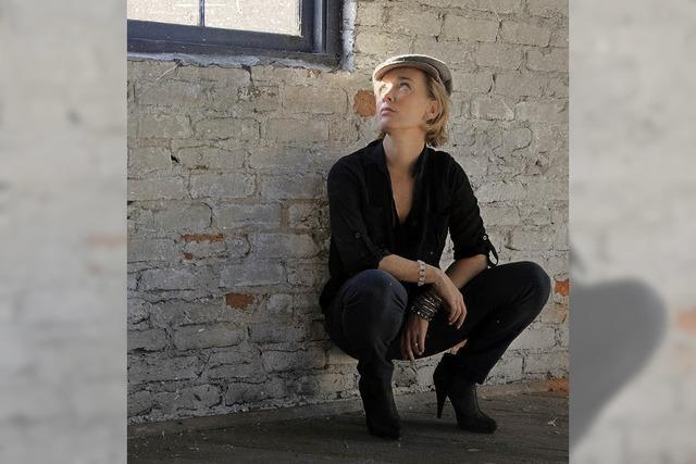 Shelly Bonet gibt ein Konzert im Café Verkehrt
