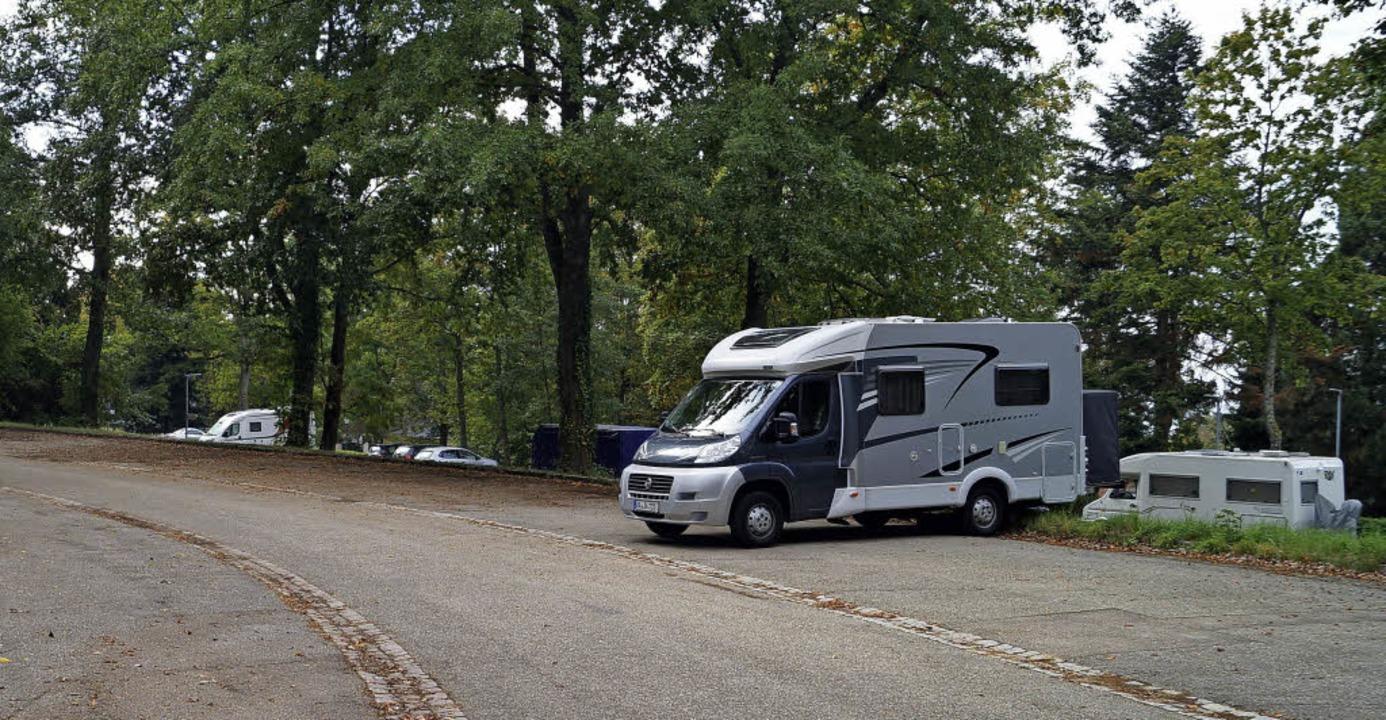 Bereits jetzt wird der Parkplatz Süd  ...ehn Wohnmobilstellplätze ausgewiesen.   | Foto: Silke Hartenstein