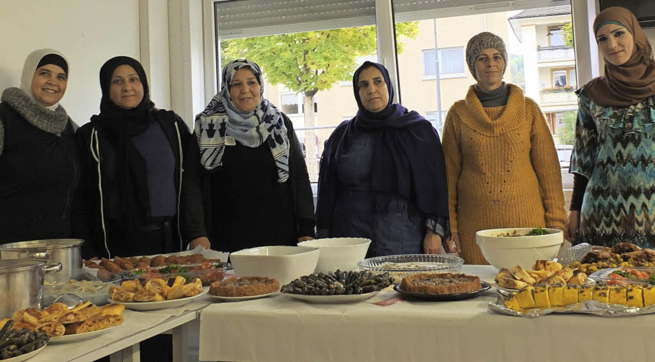 Die Frauen sind stolz auf ihre Kochkünste.   | Foto: Martina David-Wenk