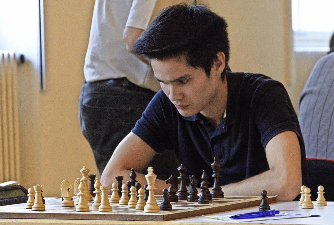 In Zeitnot: Jens Rahnfeld brütet beim ...C Emmendingen über den Schachfiguren.     Foto: Müller