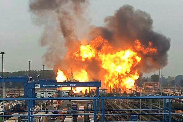Heftige Explosion bei BASF - Suche nach Ursache läuft