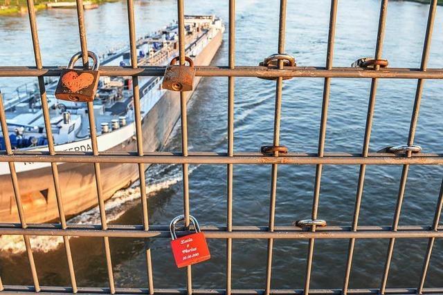 Die Liebesschlösser auf Brücke in Kehl müssen weg