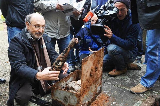 Nazi-Zeitkapsel in Steinen geöffnet – NSDAP-Liste gefunden