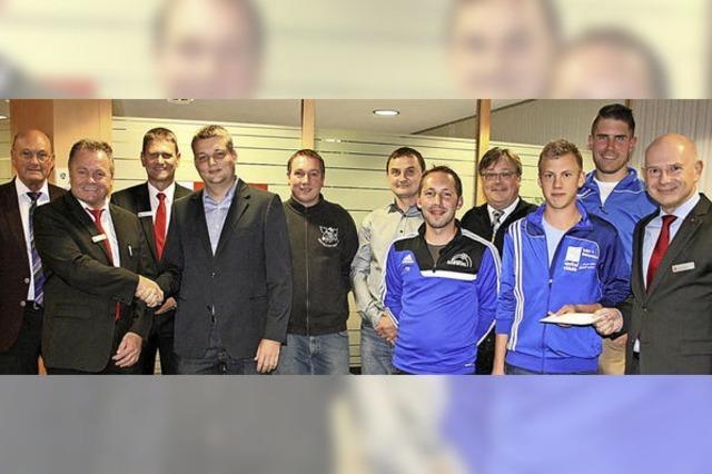 Sparkasse Hochrhein spendet je 5000 Euro für den SV Görwihl und Eintracht Wihl
