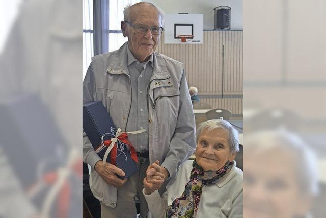 Senioren verbringen gemeinsam schöne Stunden