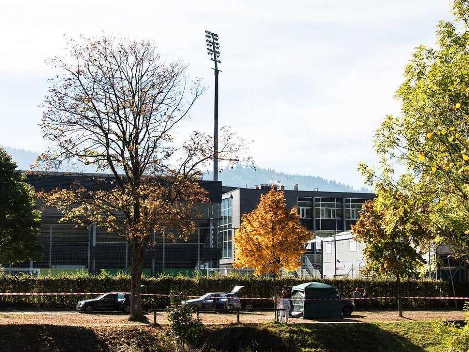 Getötete Studentin in Freiburg: Zwisch...t und Stadion liegen nur wenige Meter.  | Foto: dpa