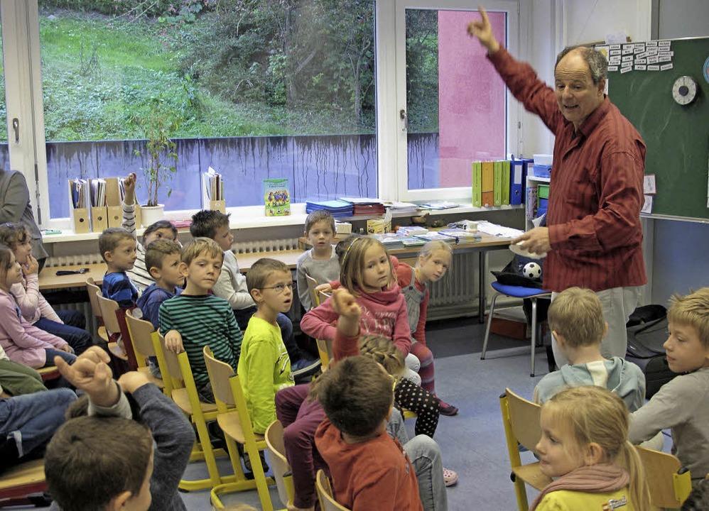 Eine richtige Spaß-Show bot Geschichte...ner den Schülern der Sonnenrainschule.  | Foto: Jutta Schütz