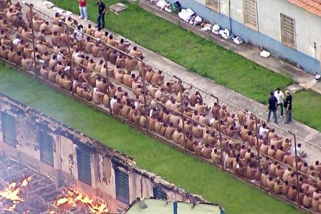 Massaker nach Aufstand in Strafanstalt