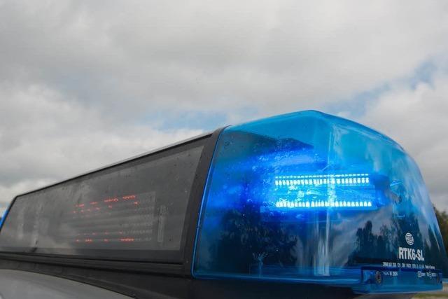 Nach Auto-Attacke: Täter noch immer auf der Flucht
