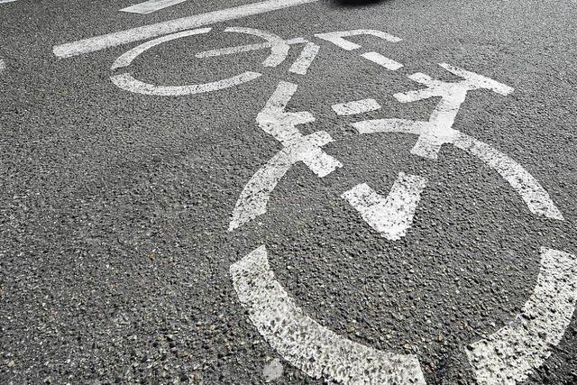 Zwei Radfahrer in Lörrach sind zusammengestoßen und haben sich schwer verletzt