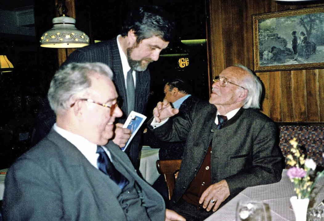Karl Lösch, Peter Ziegler und Wilhelm ...stigen evangelischen Pfarrers Hans Löw    Foto: Wolfgang Ziefle