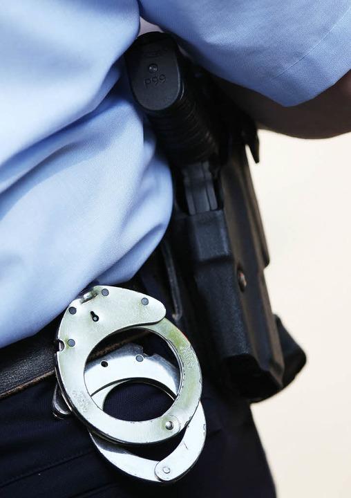 Bewaffneter Polizist (Symbolbild)  | Foto: dpa